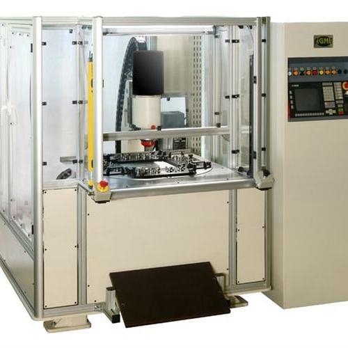 配置旋转工作台的多工位径向铆接机