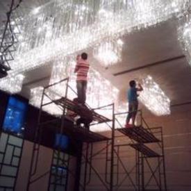 购物中心大楼水晶灯清洗