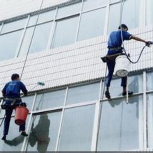 商务大厦高空玻璃清洗