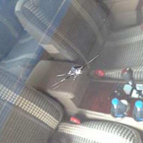 宝马汽车玻璃修复前效果