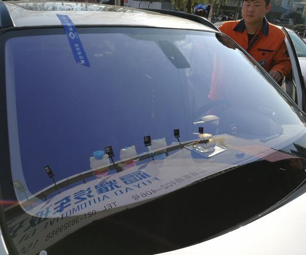 宝山汽车前挡风玻璃安装
