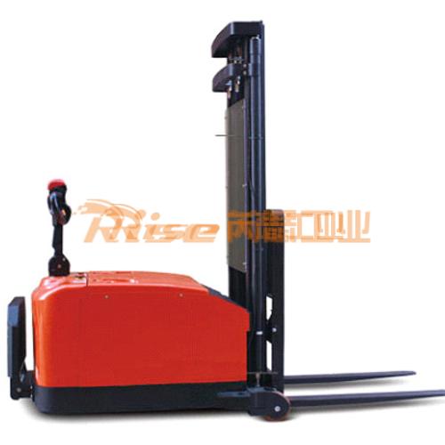 RS4011 平衡重式电动堆高车