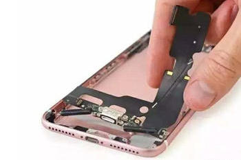 iPhone7防水奥秘在哪?拆机告诉你真相!