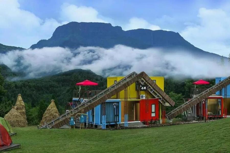 最美的四川雅女湖汽車露營地
