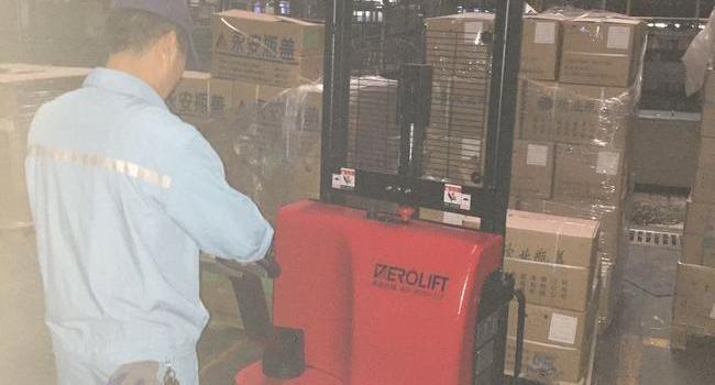 某大型啤酒公司--DEROLIFT步行式电动堆高车