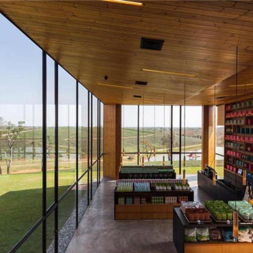 远眺茶园美景的咖啡茶馆