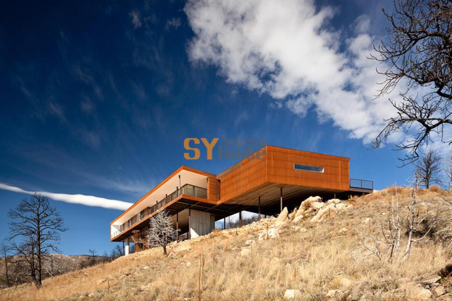 建在阳光峡谷悬崖上的现代简约住宅