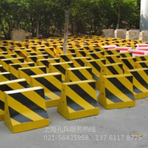 道路水泥隔离墩