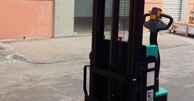 江苏某世界500强企业---步行式全电动堆高车交货