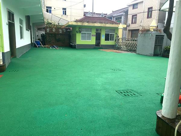 盐仓幼儿园绿色橡胶颗粒运动场地案例