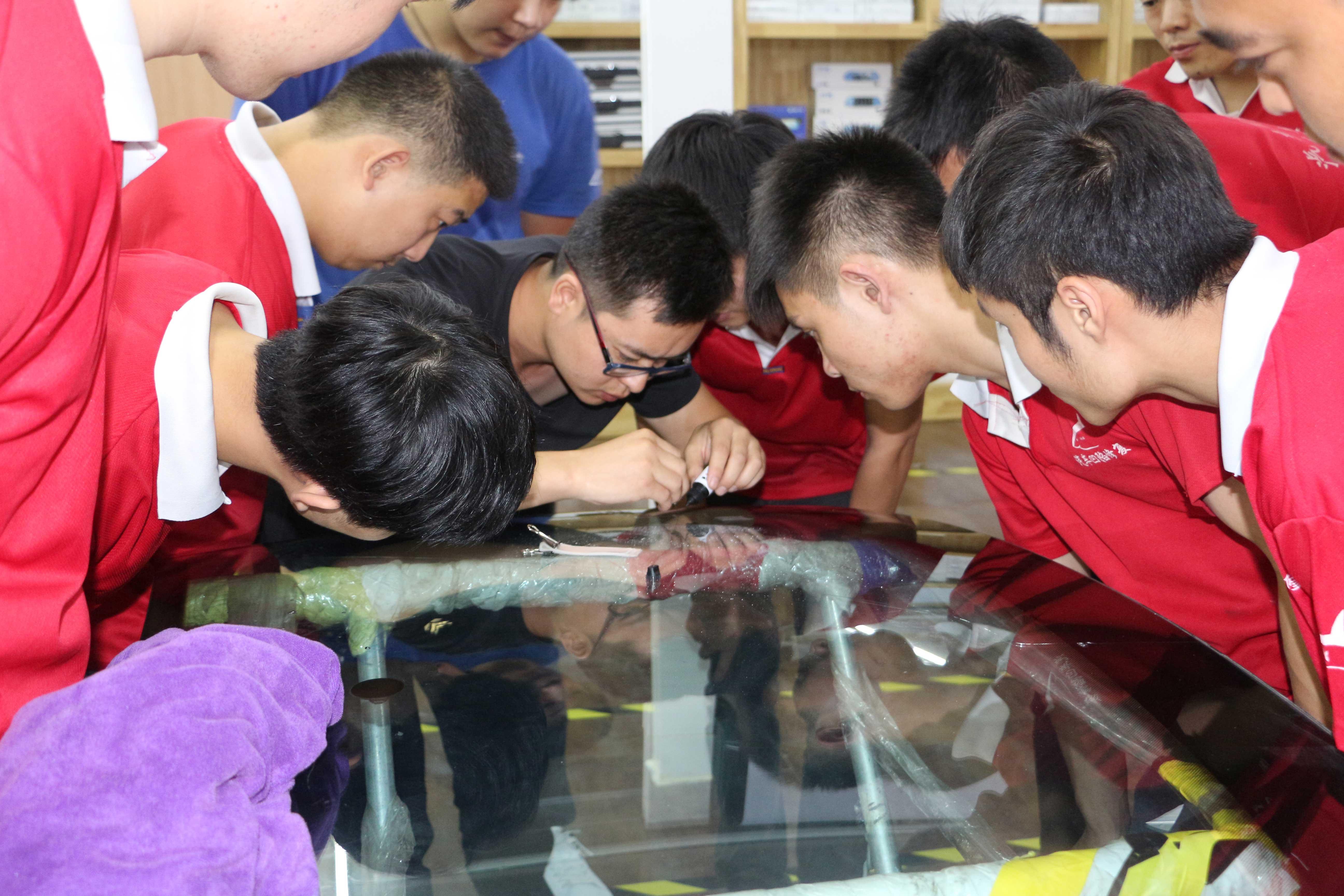 北京资深汽车玻璃修复大师来鲨鱼皮技术交流