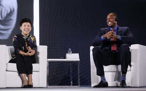 中国杰出运动员邓亚萍博士和NBA**球星保罗·皮尔斯(Paul-Pierce)于大会畅谈体育精神与领导力.jpg