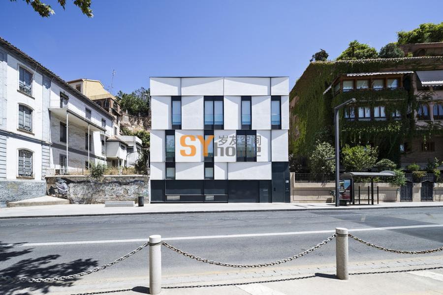 古典元素的重新演绎——格拉纳达的独立式住宅