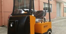 某大型轮胎生产企业定制2台座驾式电动牵引车(带雨棚)