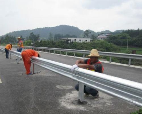 高速公路防撞波形护栏板