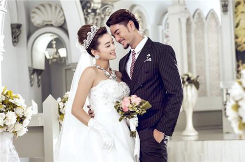 婚纱照在婚礼现场怎么摆更合适