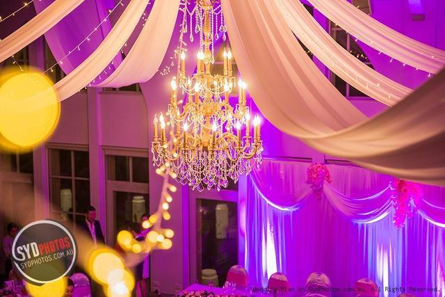 婚礼上的灯很贵,为了新娘的颜值也是拼了!