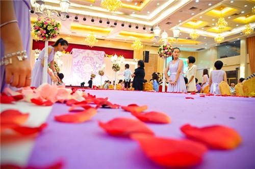 场地布置策划书 怎样自己布置婚礼现场