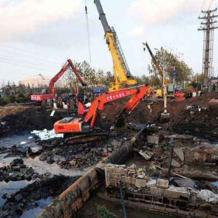 """青岛石油管道爆炸目击者:""""像灾难片一样"""""""