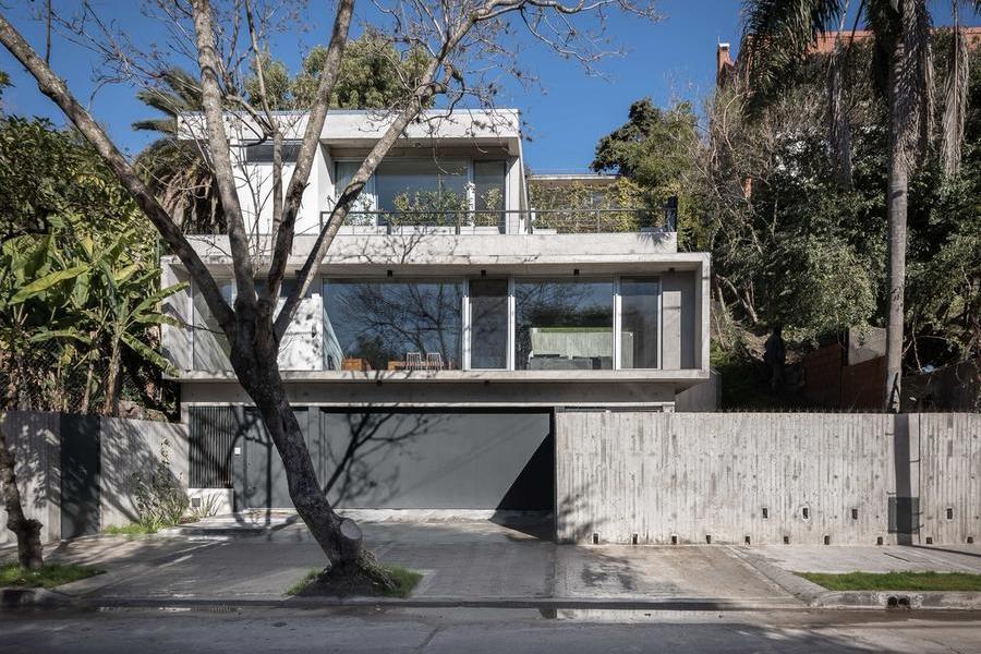 建在圣伊西德羅溝壑中的LRC住宅