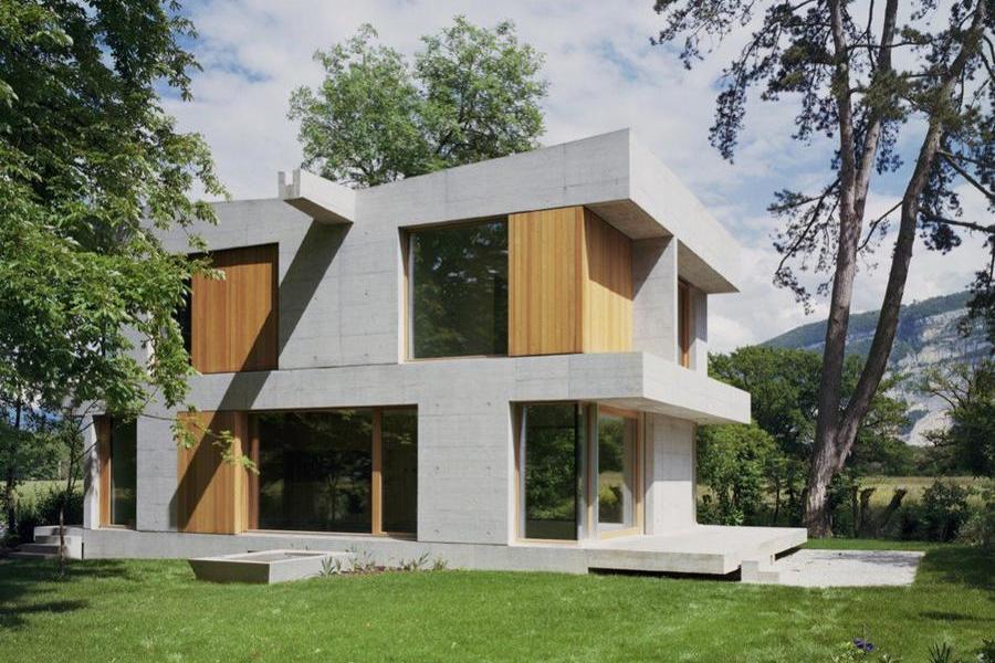 樹林中的瑞士混凝土別墅