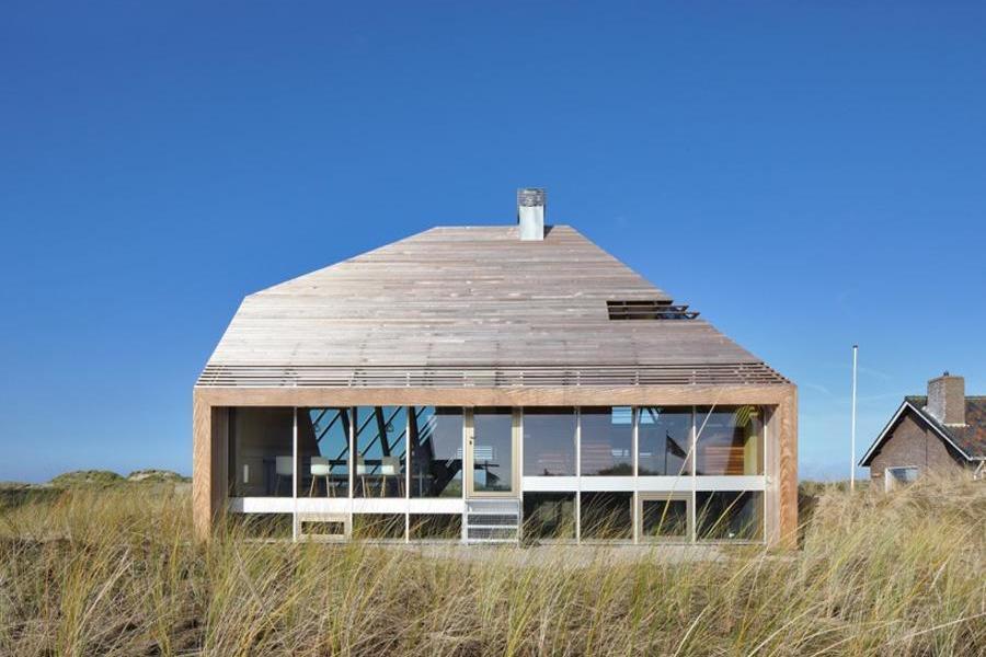 嵌入地貌景觀中的沙丘住宅