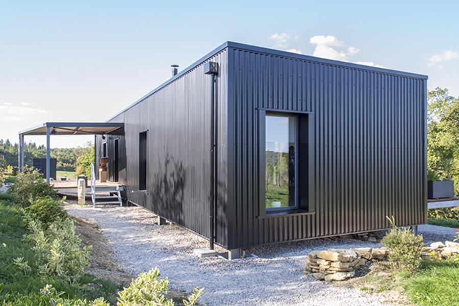 森林邊緣的集裝箱住宅