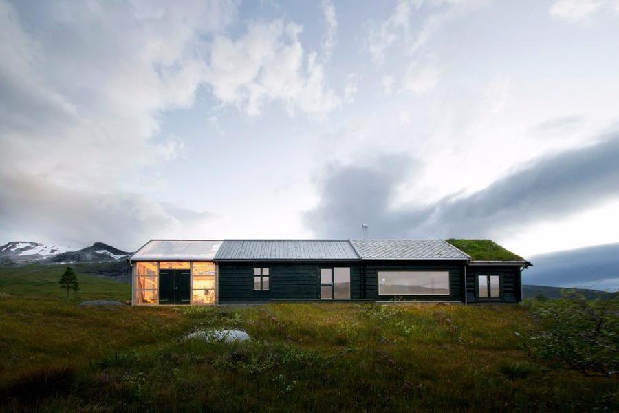 """挪威山頂的""""多面""""小木屋"""