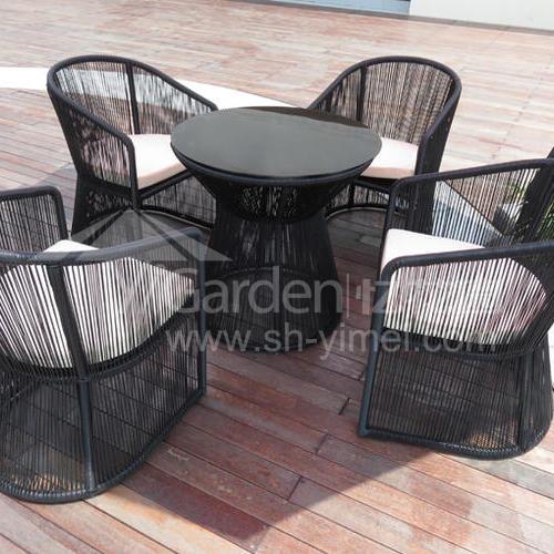 J01-014(1+4编藤桌椅)