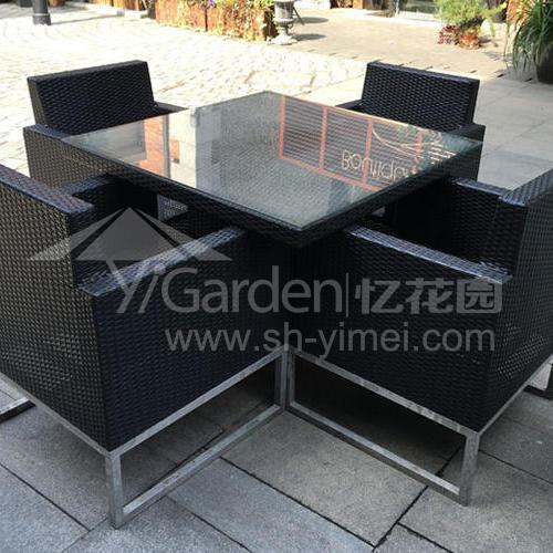 J01-059(1+4编藤桌椅)