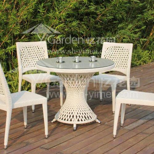 J01-068(1+4编藤桌椅)