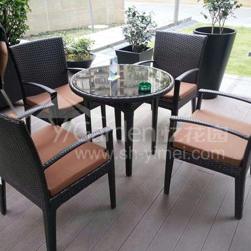 J01-021(1+4编藤桌椅)