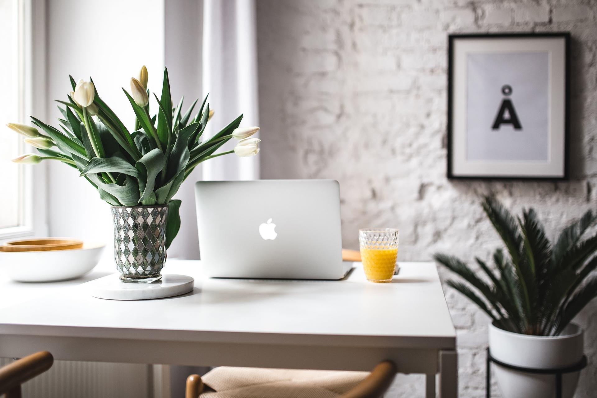 kaboompics_Stylish workspace with Macbook Pro.jpg