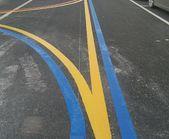 浦东厂区地面彩色道路标线 篮球场划线 红色蓝色黄色黑色白色热熔标线施工 人行横道标线 彩色车位划线图