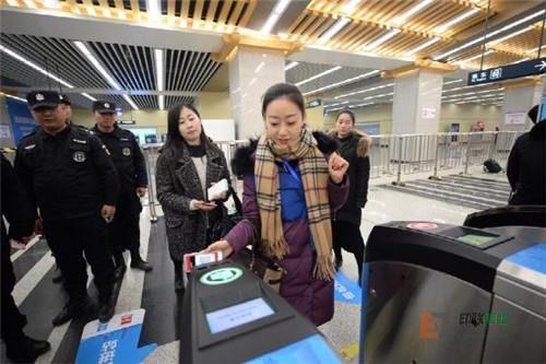 北京地铁即将全线扫码进站