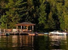 安大略湖畔的野奢乡村旅店——简直是精灵住的地方