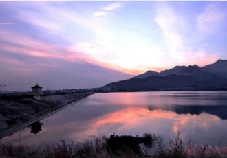 山东泰山泰安碧霞湖