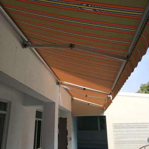 伸缩式遮阳篷
