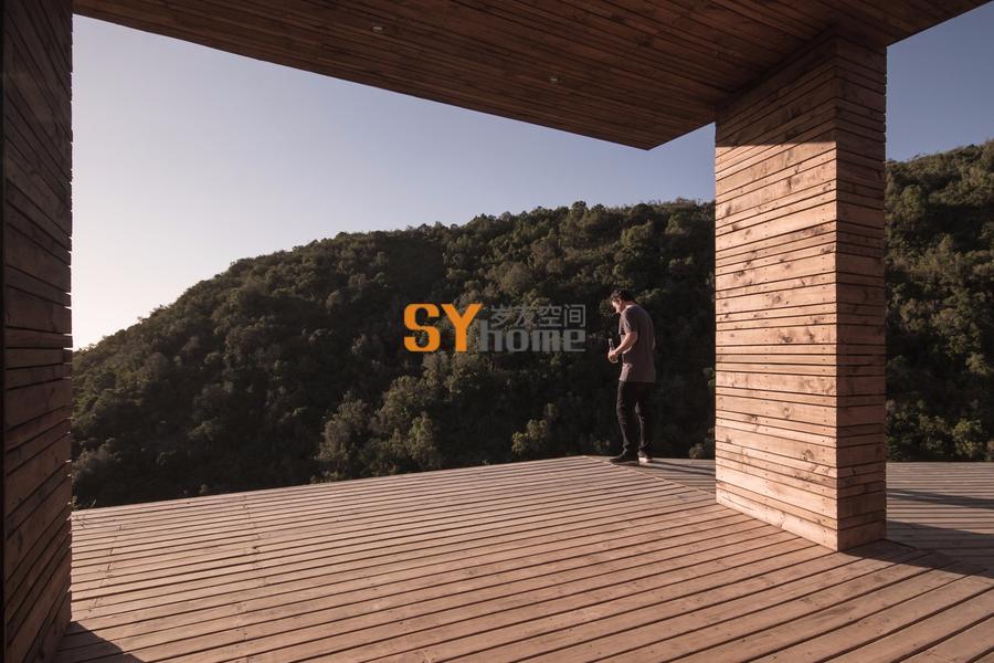 以朝向海面景观露台为核心的智利住宅