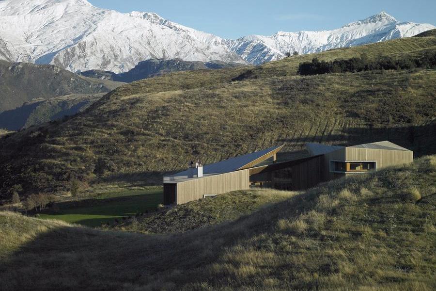 山丘上的斗篷住宅