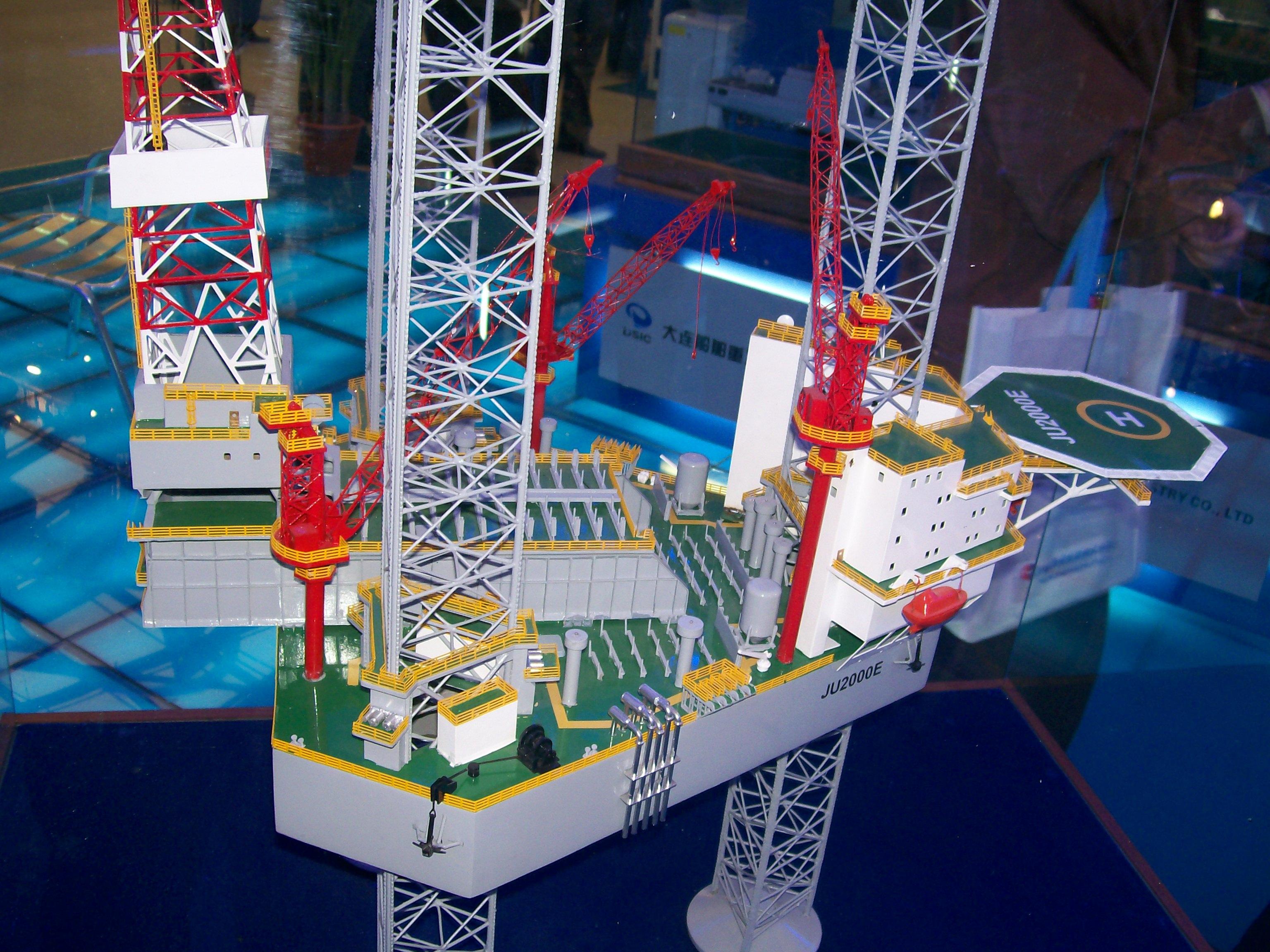 JU2000E升降式钻井平台.JPG