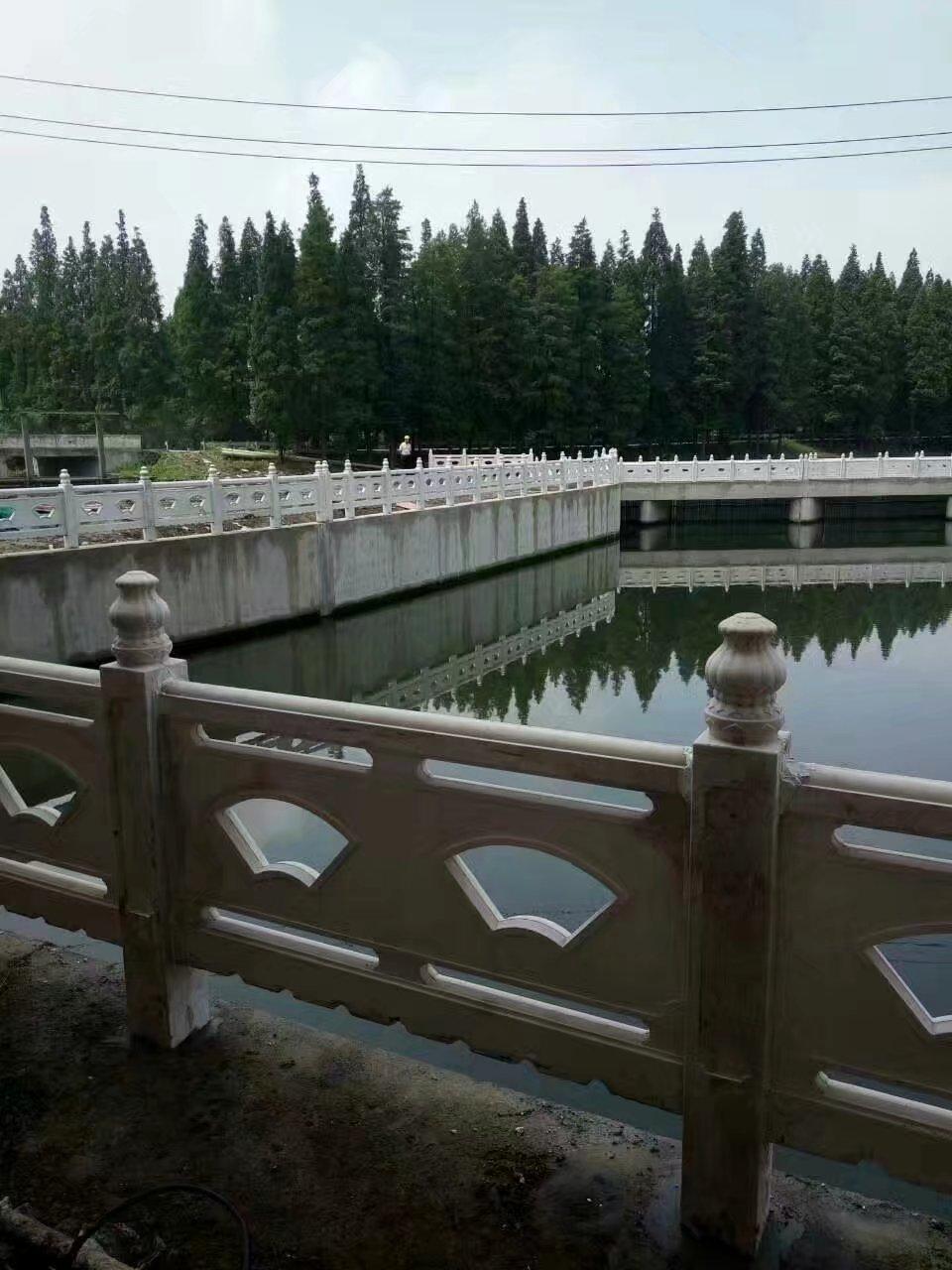扇形河堤护栏64.jpg