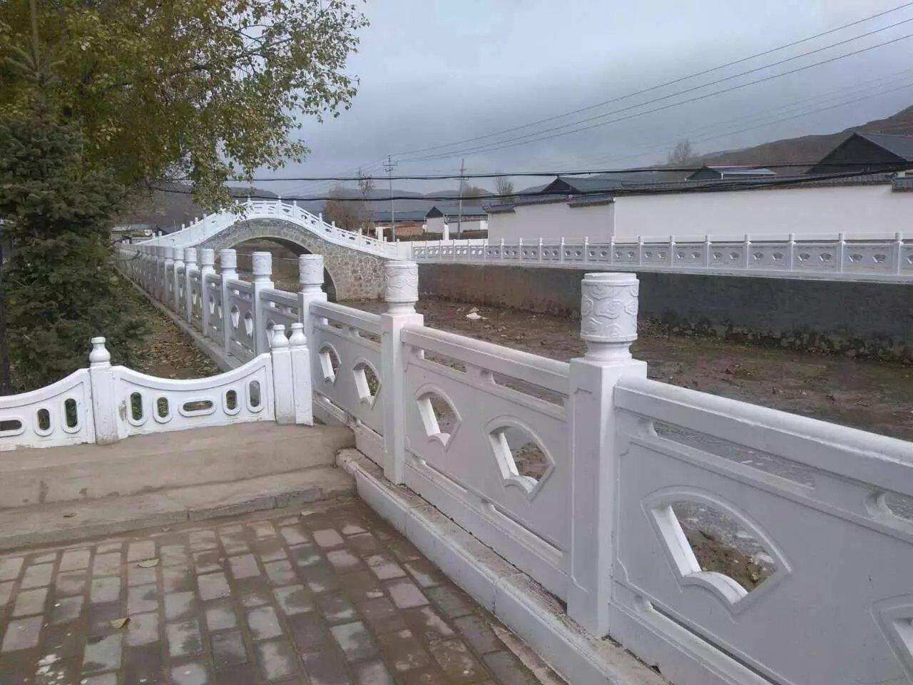 扇形河堤护栏70.jpg