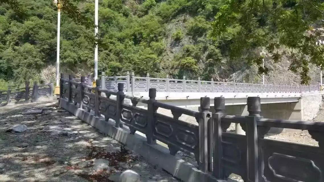 1.9米雕花河堤护栏2.jpg