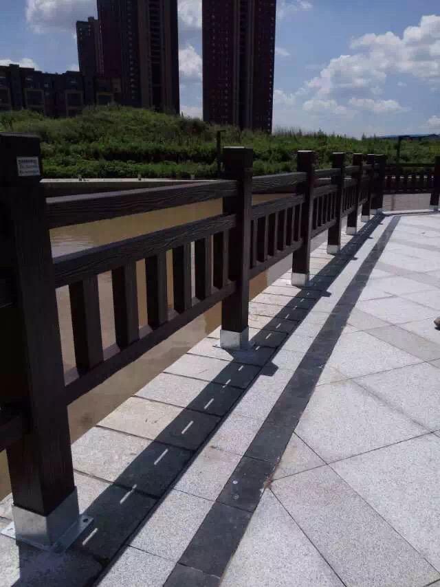 1.8米仿木护栏15.JPG