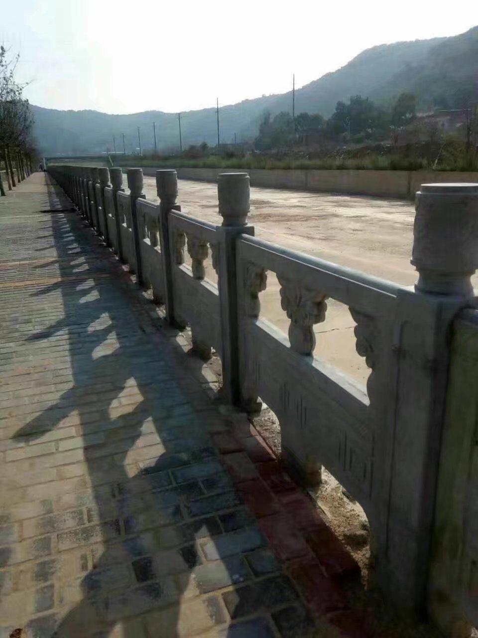 1.6米雕花河堤护栏9.jpg