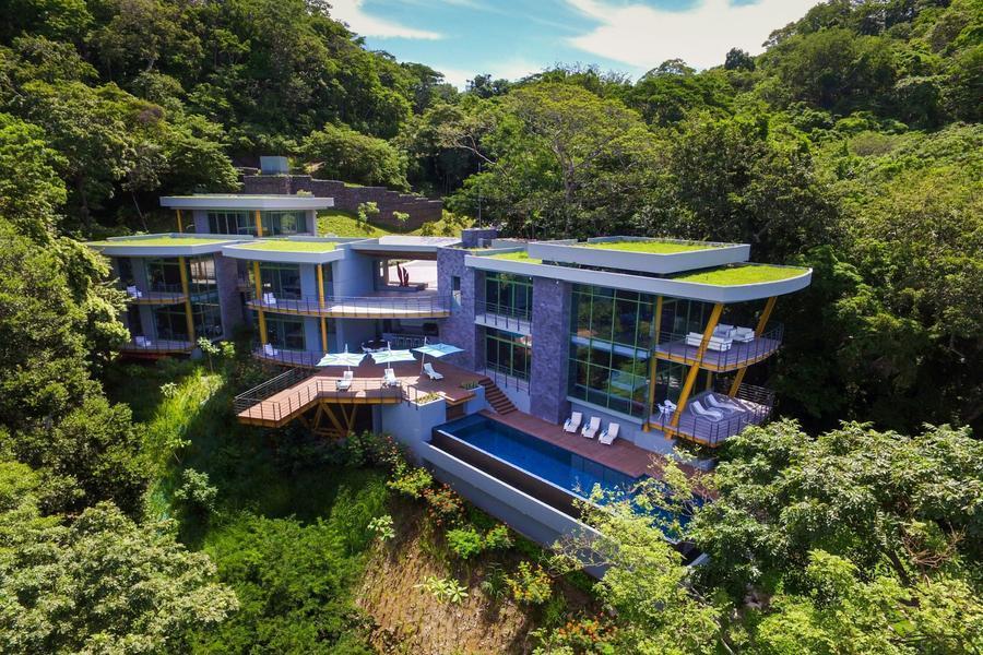 掩映于綠林,依附在山脊的觀海住宅