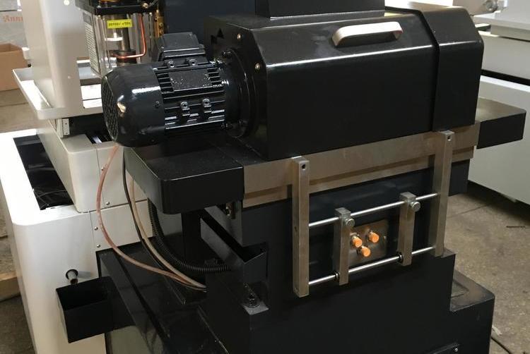 【原创】线切割,火花机是專爲放電加工機執行ZNC軟體而編輯事项。。