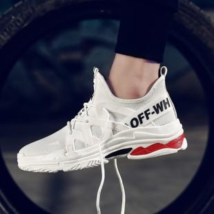 Des chaussures de sport