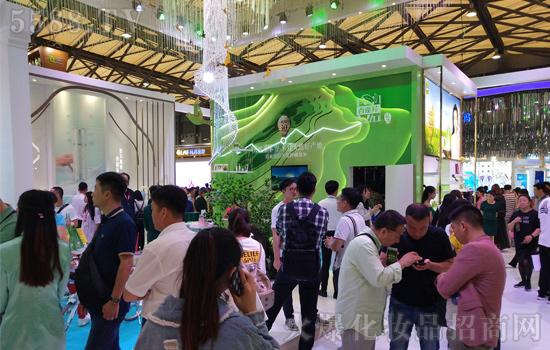 第23届上海CBE美博会,百雀羚在美妆盛宴上再次耀动全场三